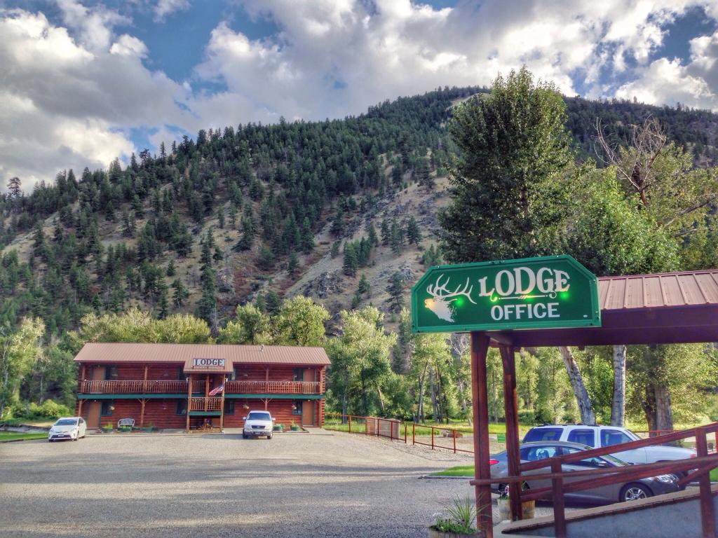 River's Fork Lodge