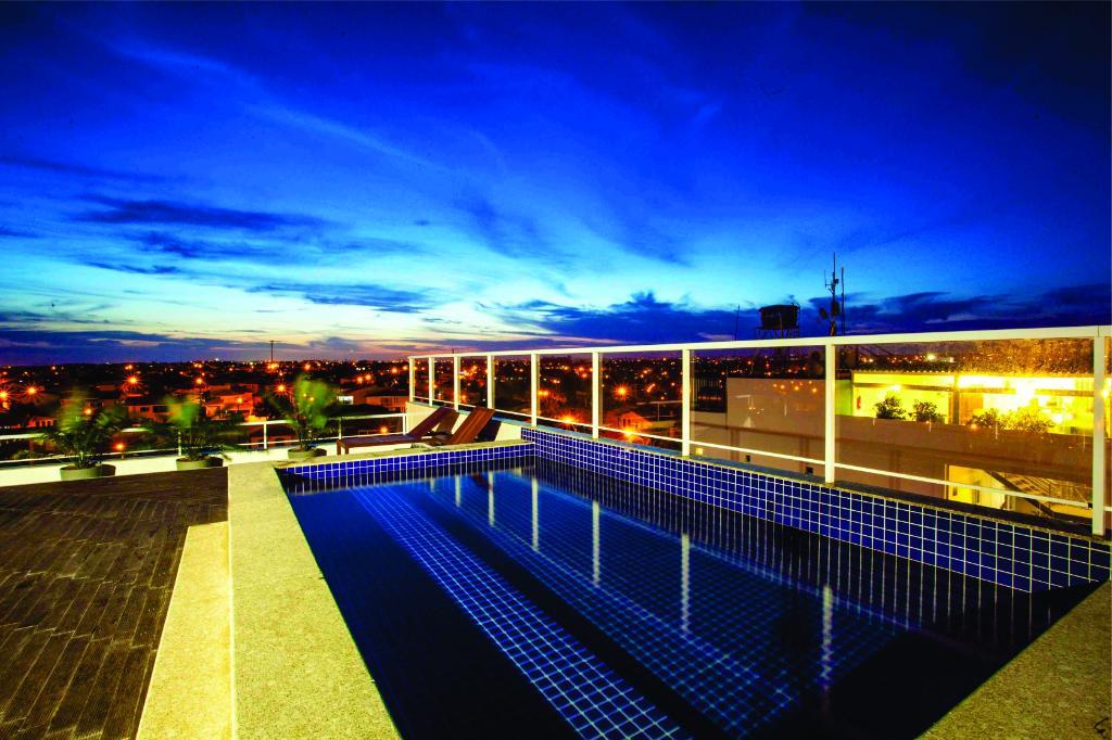 말리부 플라자 호텔