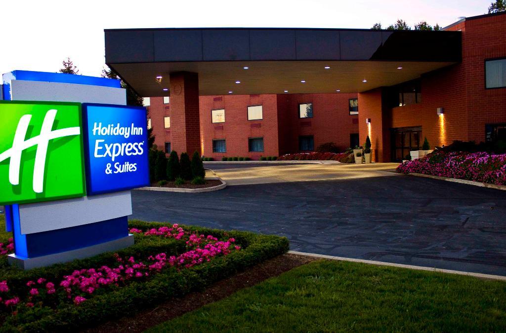 Holiday Inn Express Mentor (Lamalfa Conference Center)