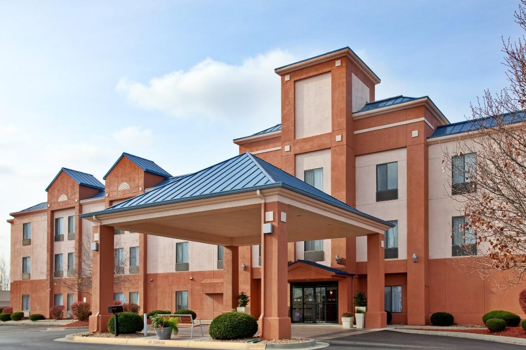 Holiday Inn Express Lansing - Leavenworth