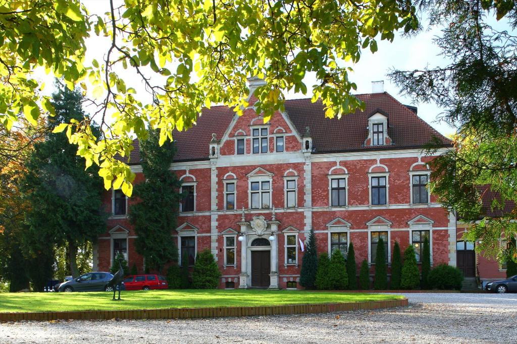 Lezno Palace Palac w Leznie