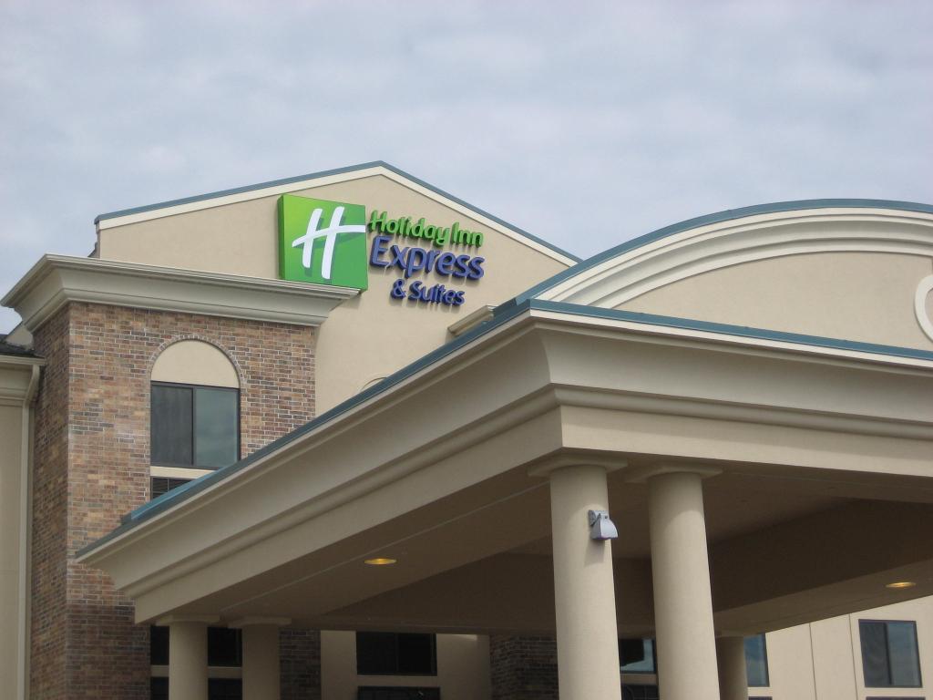 Holiday Inn Express Hotel & Suites Madison-Verona