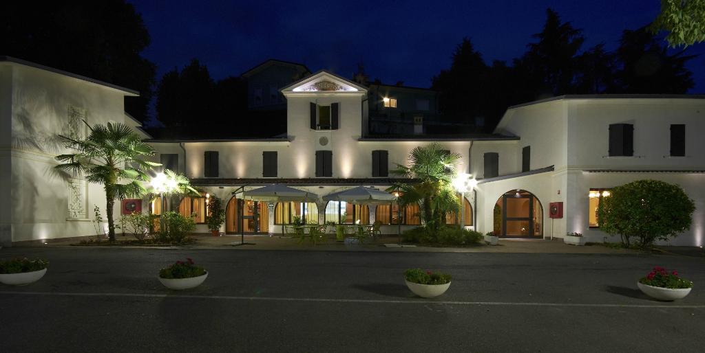 拉格洛塔飯店