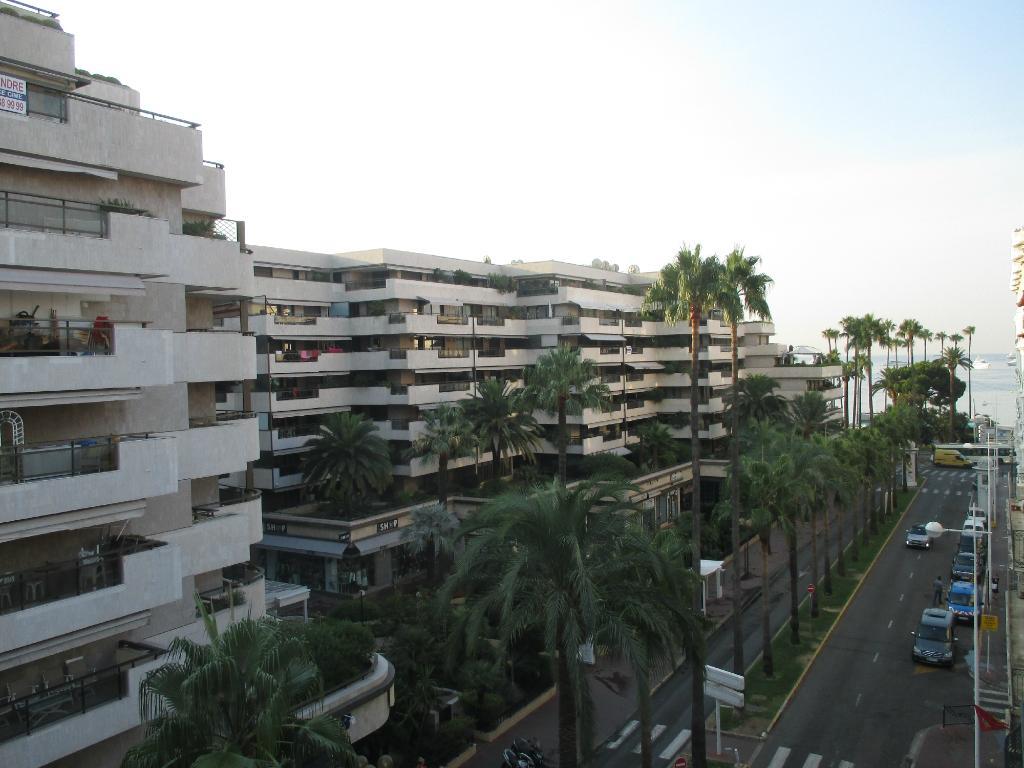 Modern Waikiki Hotel
