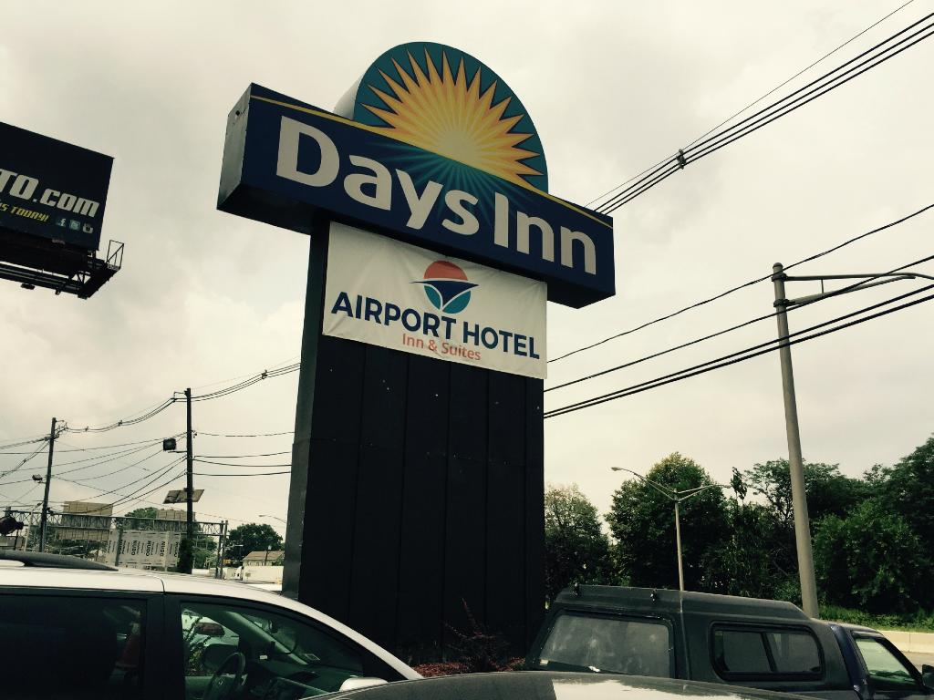 ‪Airport Hotel Inn and Suites‬
