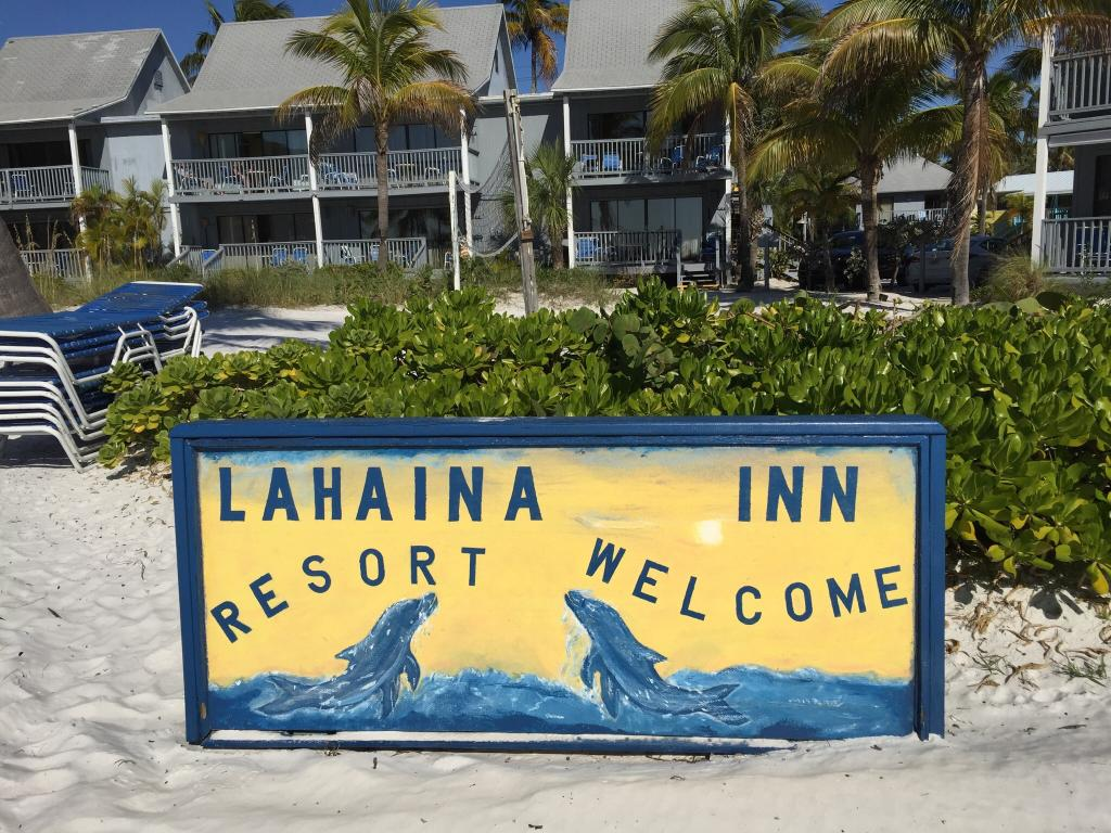 Lahaina Inn Resort