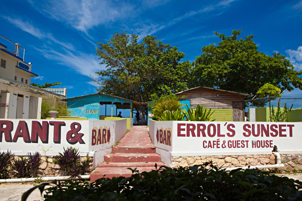 Errol's Sunset Cafe and Guesthouse