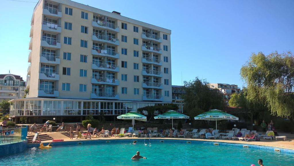 Perla Beach Hotel  III