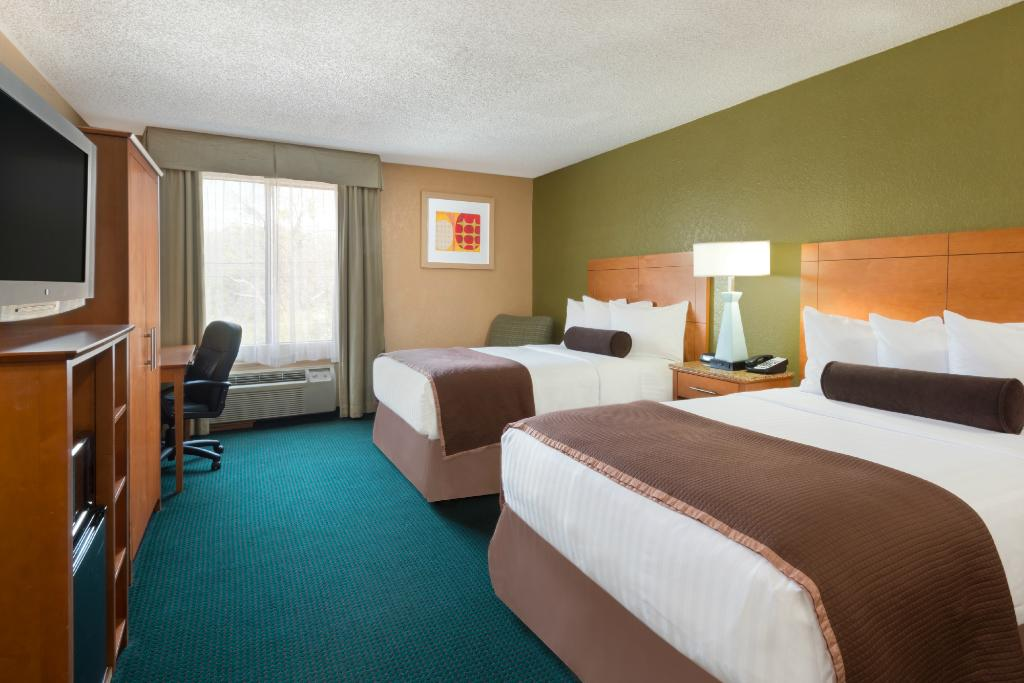 Howard Johnson Inn & Suites San Antonio Near at&T Center