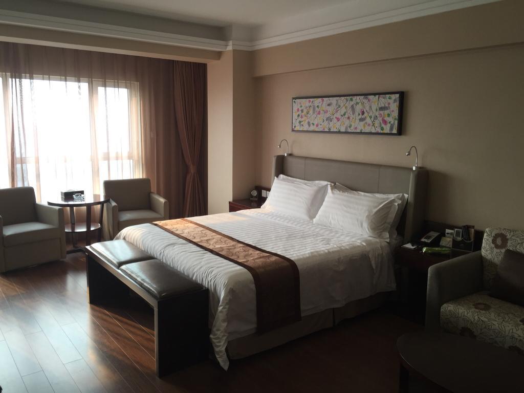 Qinhuangdao Peninsula Seasons Apartment Hotel