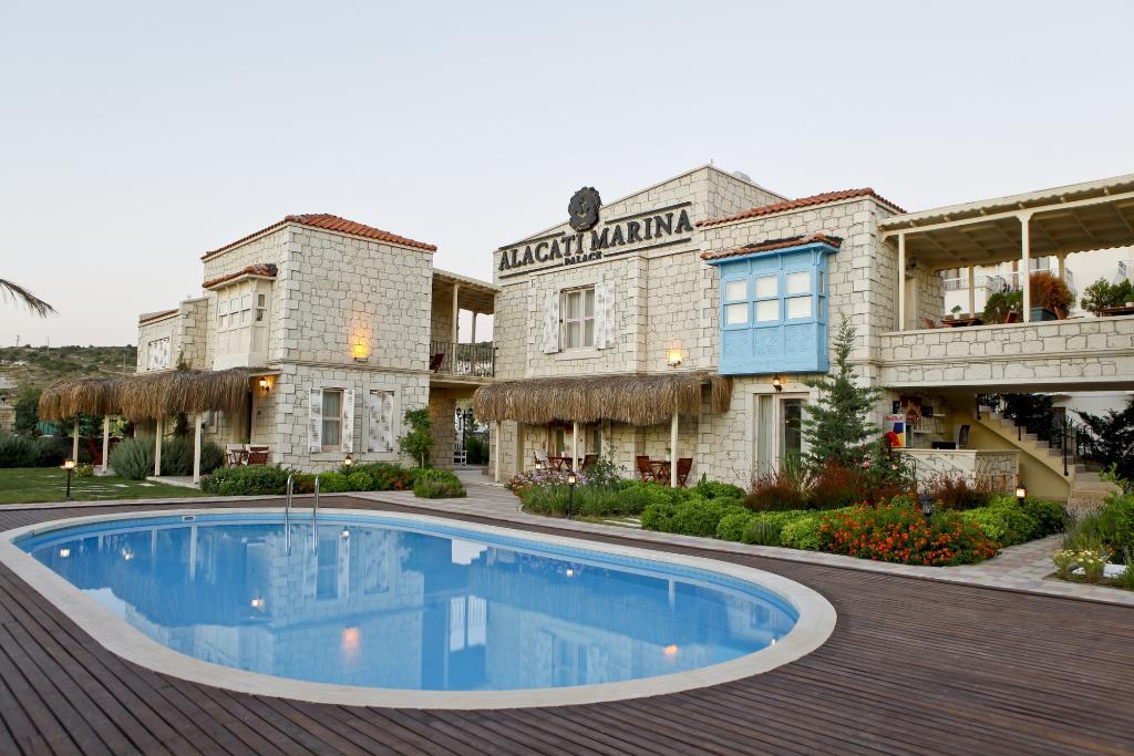 Alacati Marina Palace Boutique Hotel