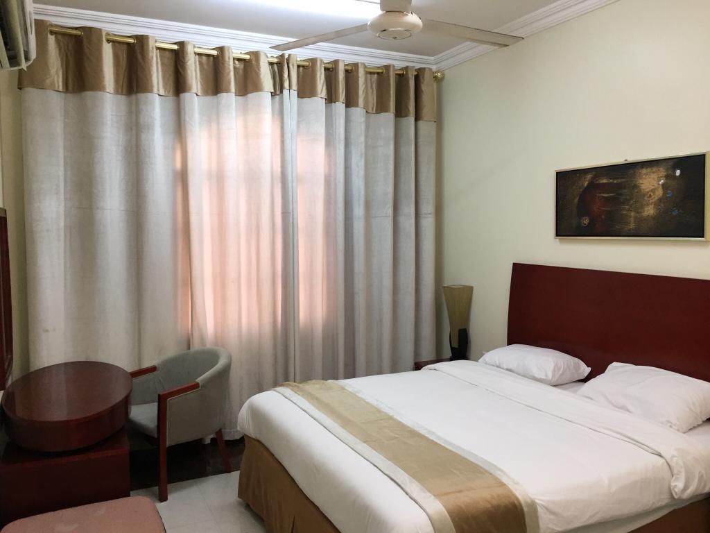 サララ プラザ ホテル