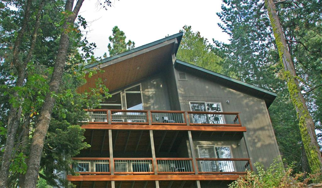 ‪Yosemite Peregrine Lodging‬