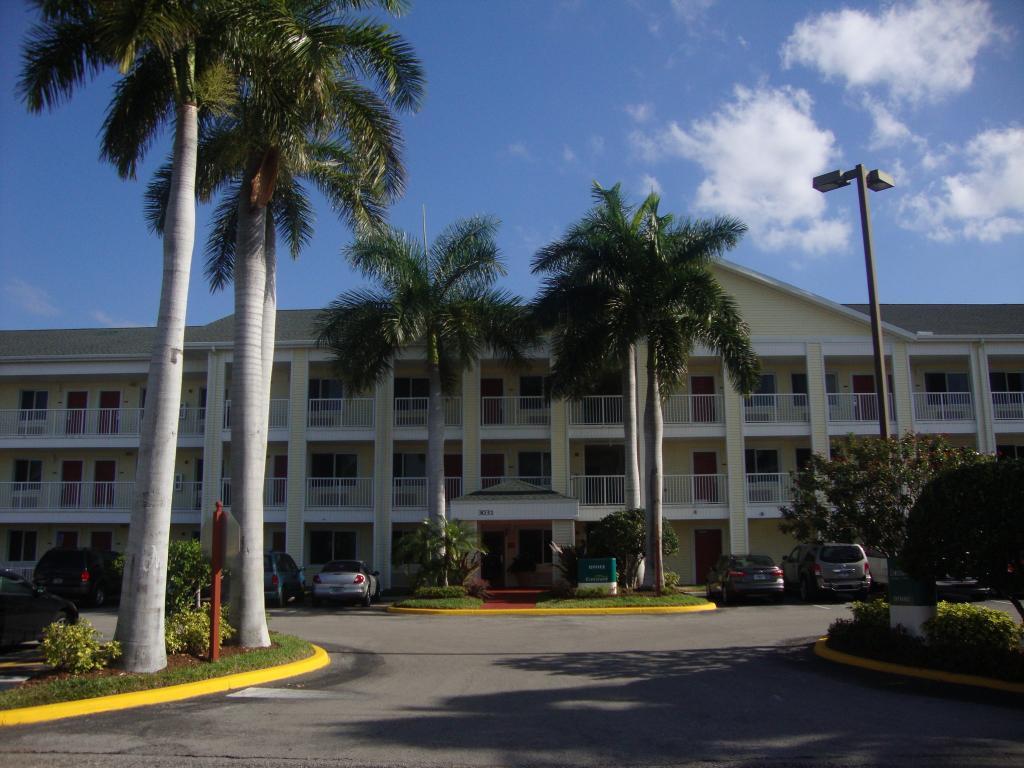Crossland Economy Studios - Fort Lauderdale - Commercial Blvd.
