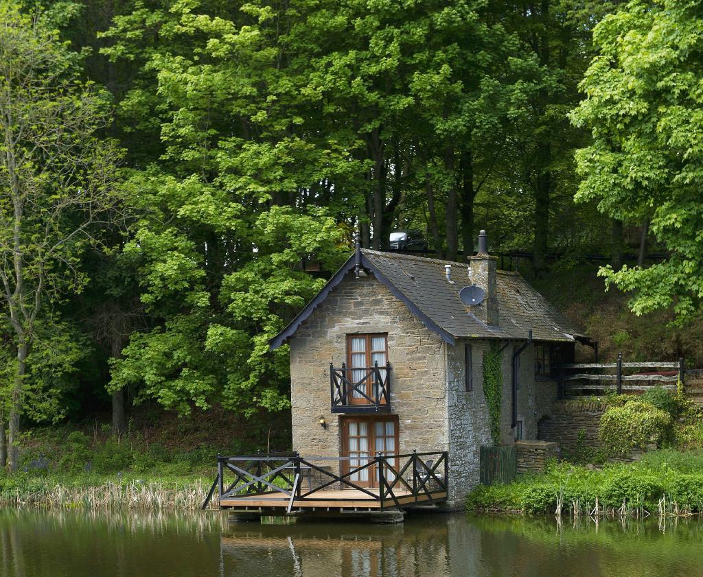 Leannan Boathouse