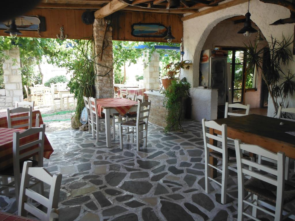 Rafeleti Apartments & Taverna