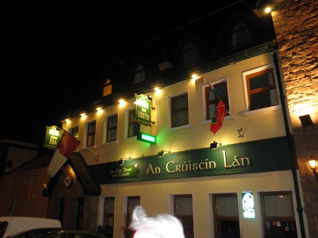 An Cruiscin Lan Hotel