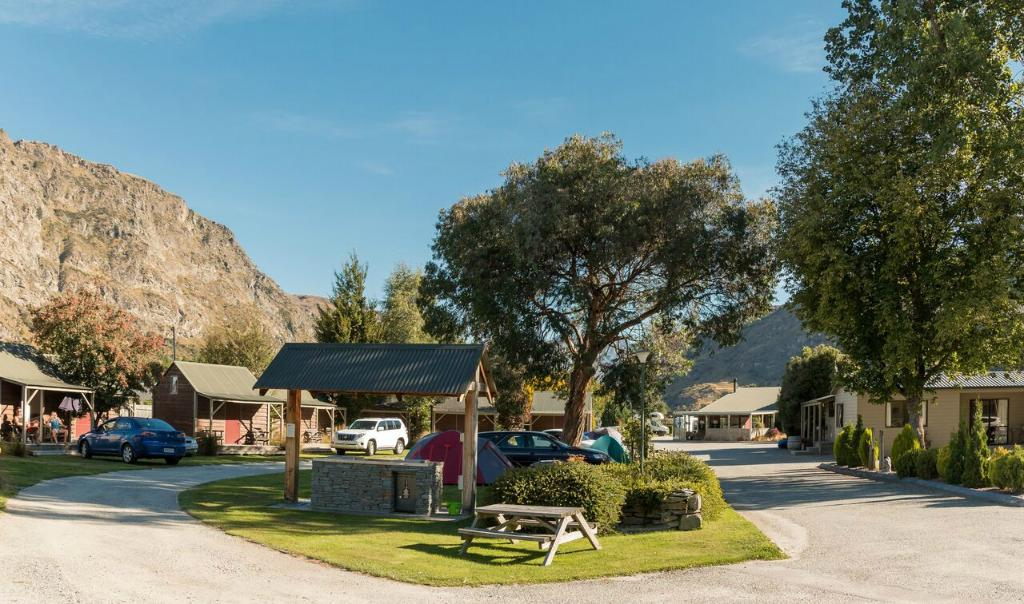 ‪Queenstown TOP 10 Holiday Park‬