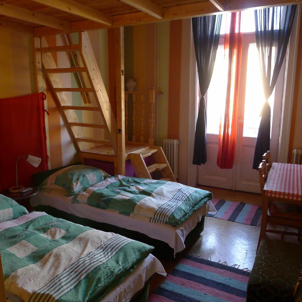 Locomotive Light Hostel & Apartments