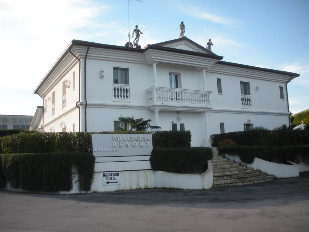 Villa Claudia Resort