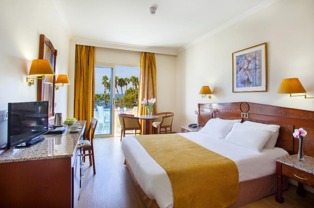 卡派塔紐斯利馬索爾酒店