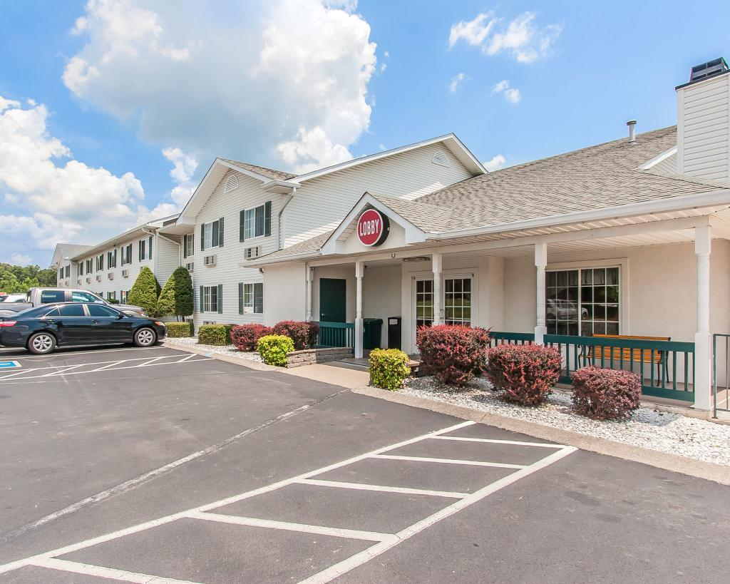 ‪Econo Lodge Inn and Suites‬