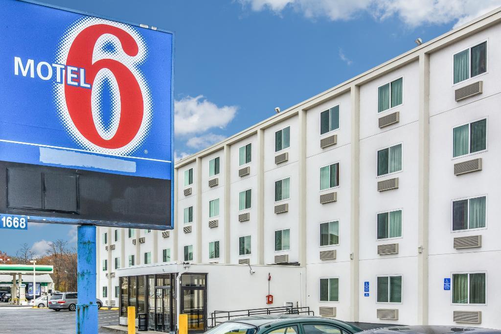 波士頓西- 弗雷明 6 號汽車旅館