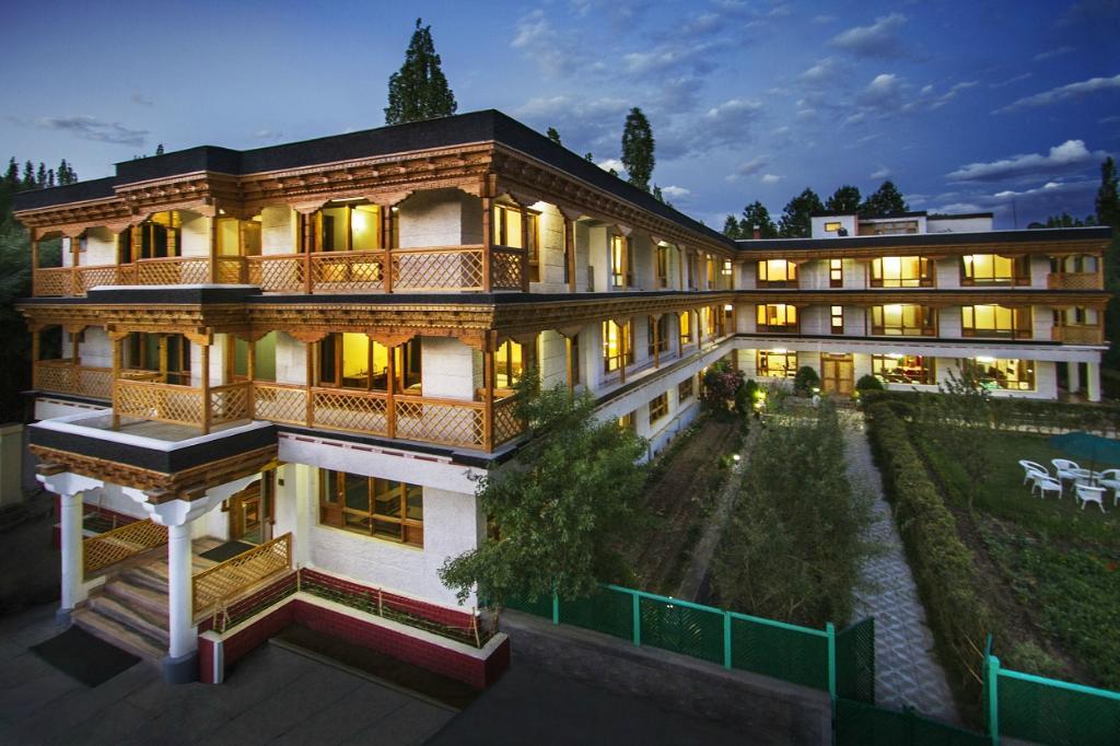 Hotel Caravan Center