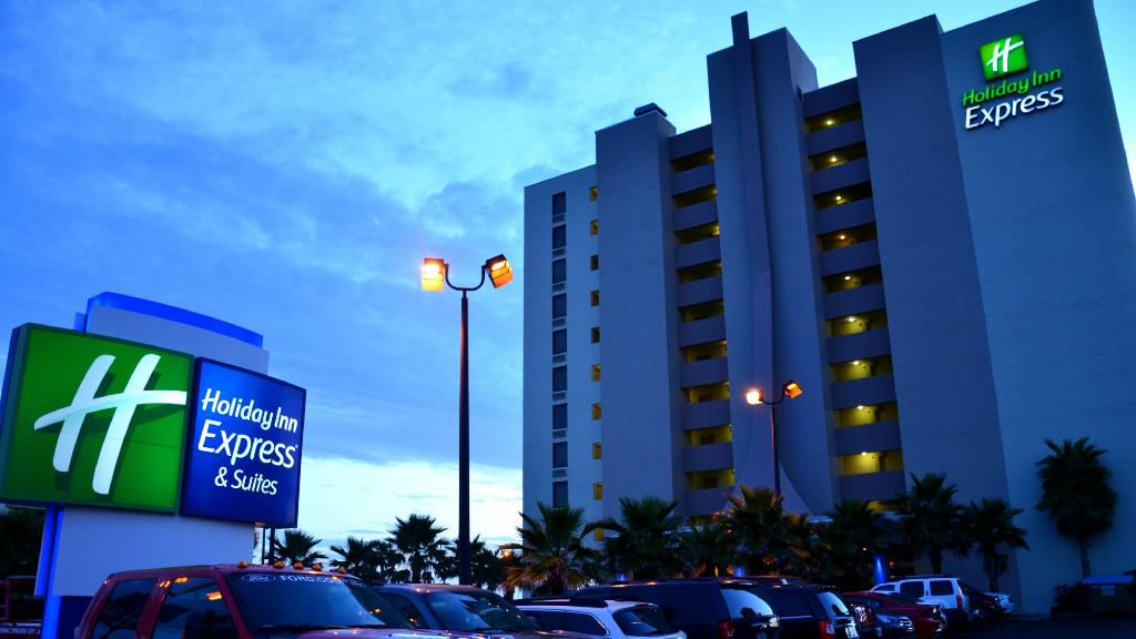 Holiday Inn Express and Suites Oceanfront