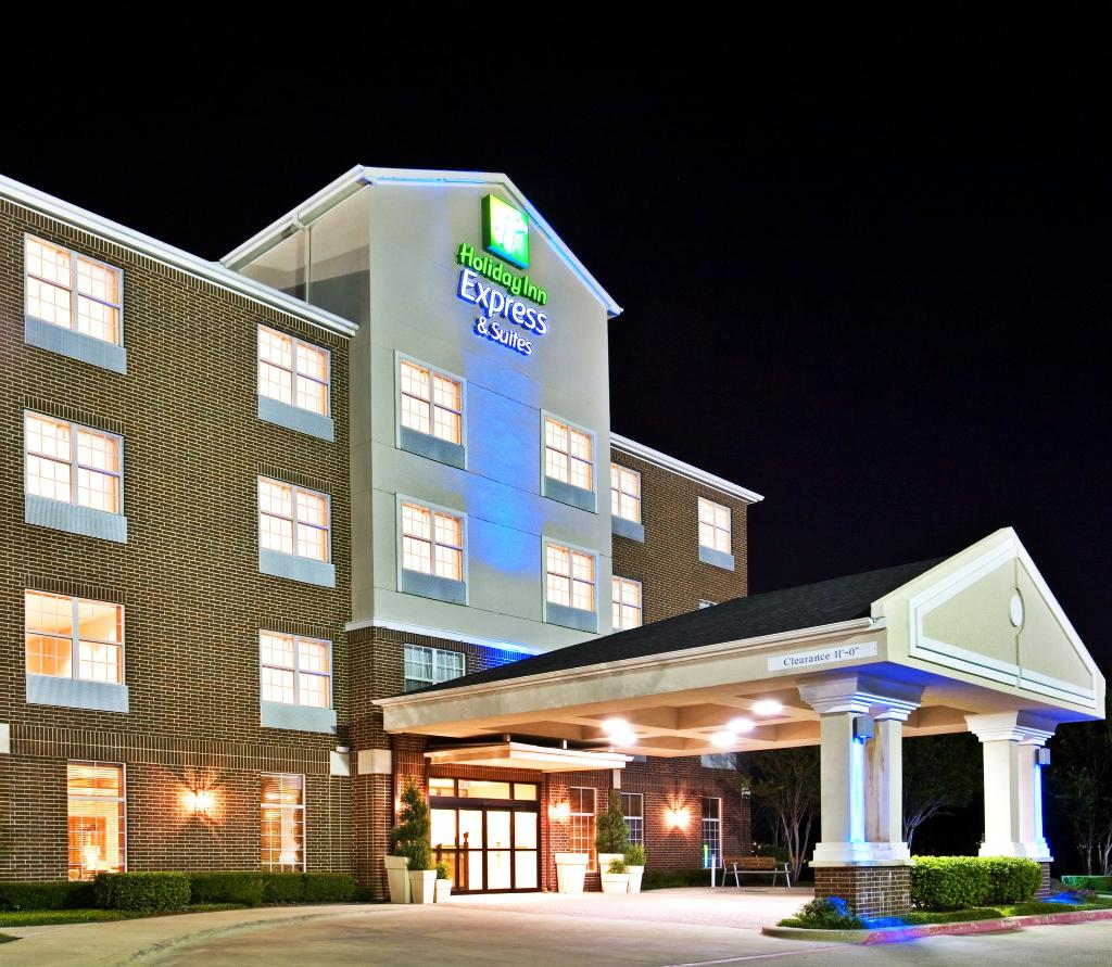 Holiday Inn Express Hotel & Suites Dallas-Addison