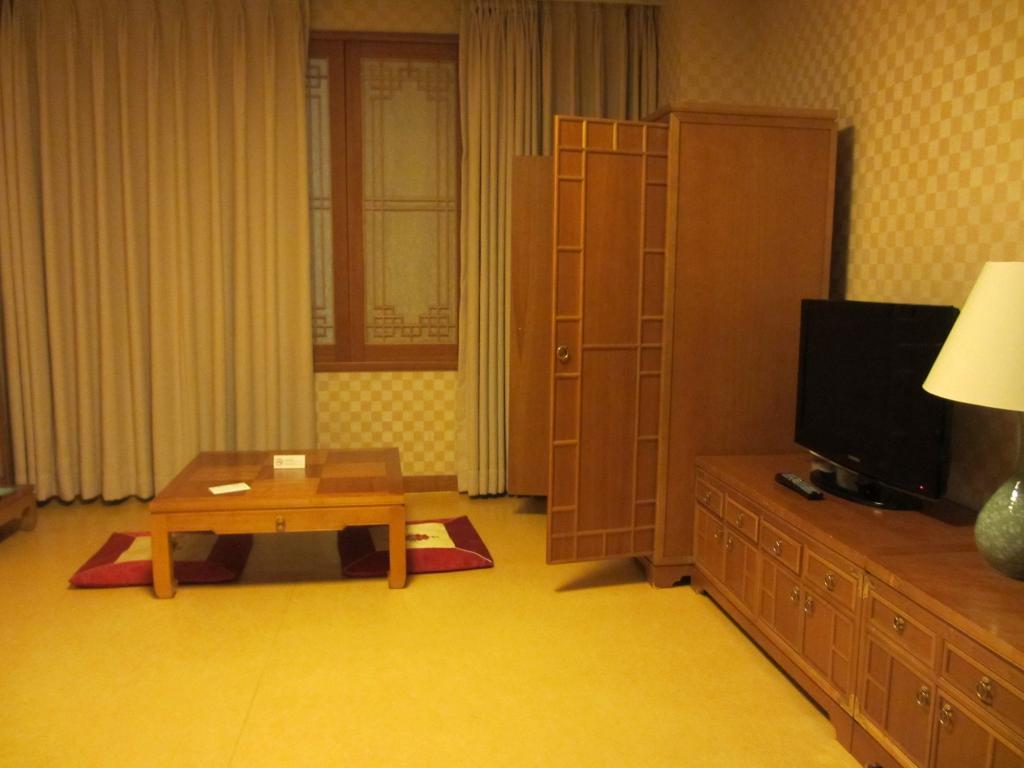 โรงแรมนองชิม