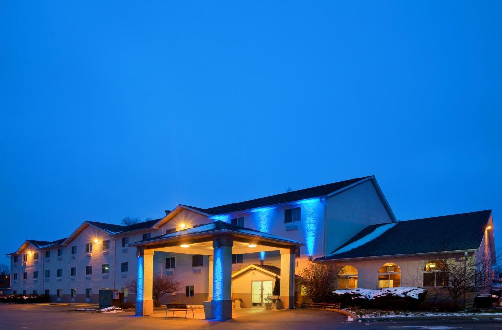 Baymont Inn & Suites Galesburg