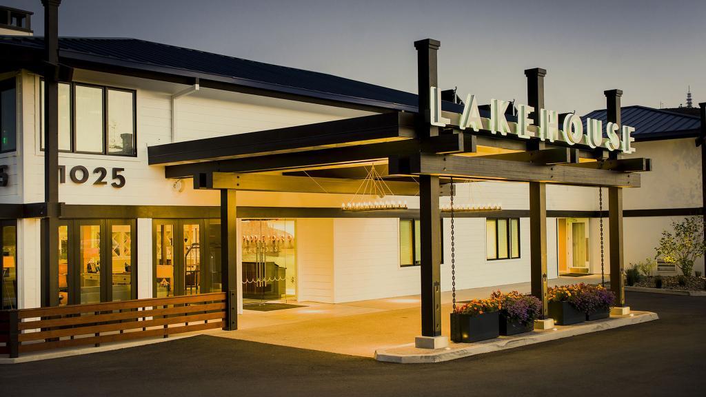 Lakehouse Hotel & Resort
