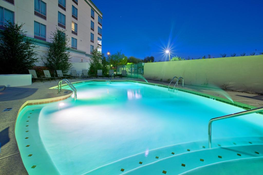 Holiday Inn Hotel & Suites Phoenix Airport