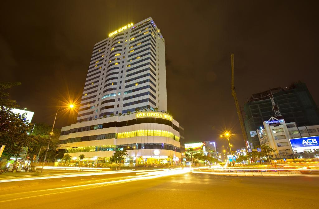 โรงแรมเอชเอจีเอล พลาซ่า