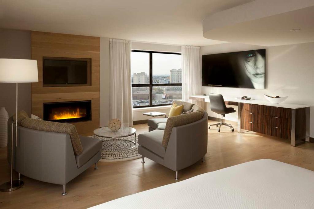 Hilton Toronto Airport & Suites