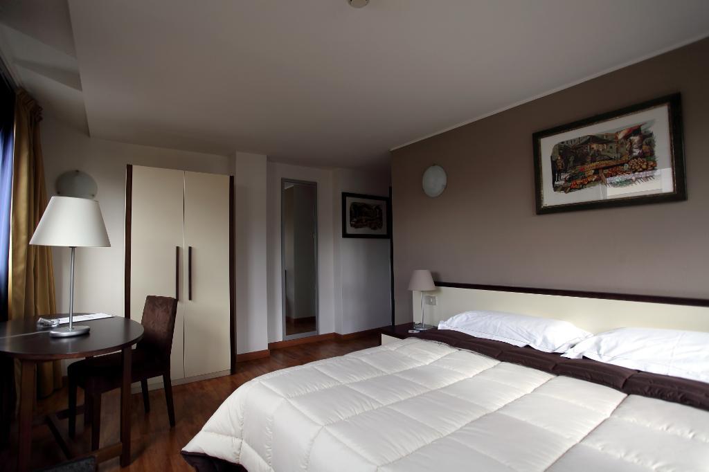 クリスタル パレス ホテル