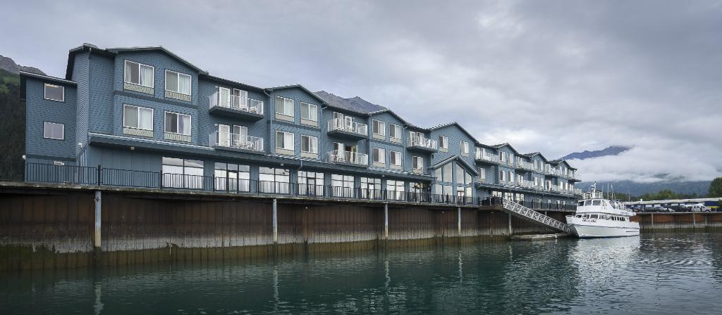 Harbor 360 Hotel