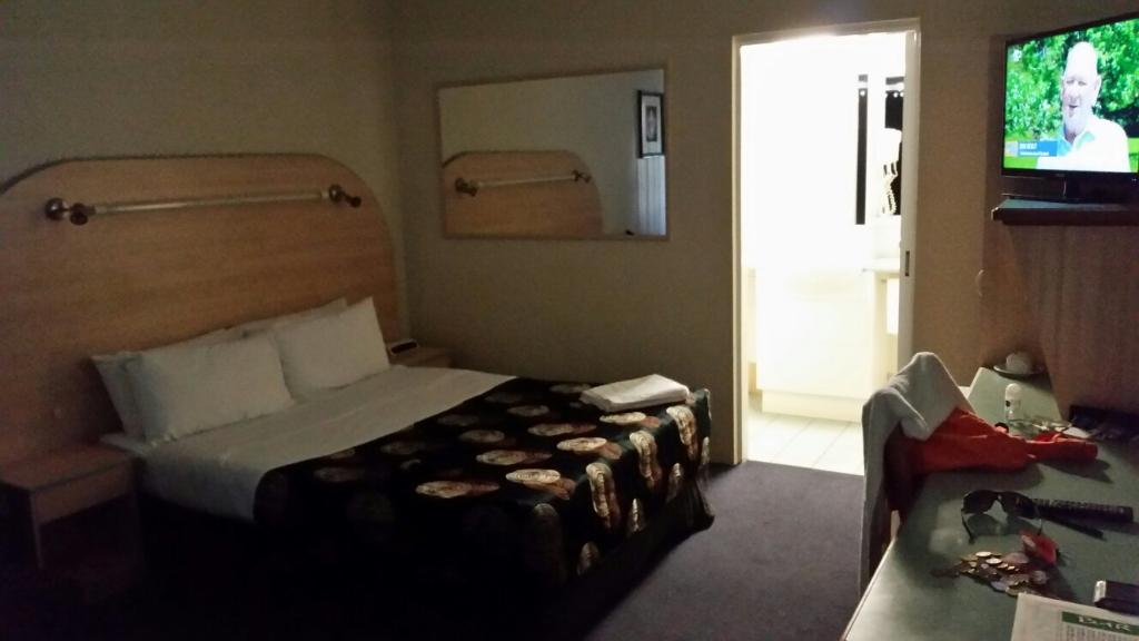 The Shamrock Hotel Motel