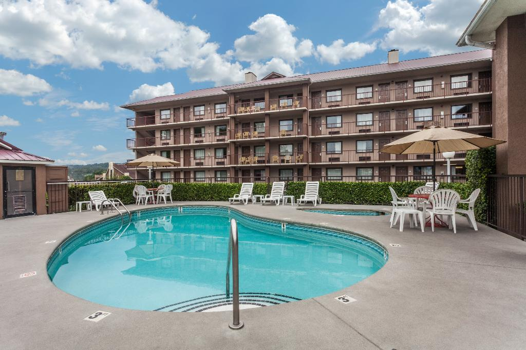 Baymont Inn & Suites Pigeon Forge