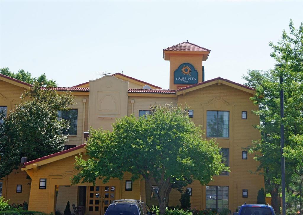丹佛諾絲格朗拉昆塔套房飯店