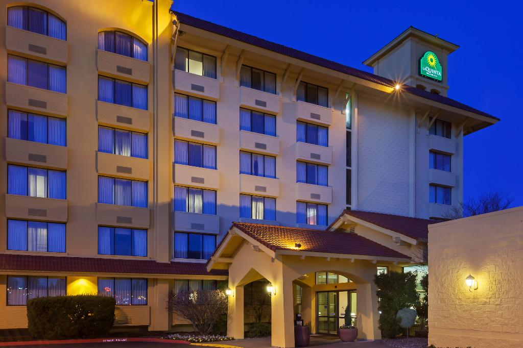 La Quinta Inn & Suites Seattle Sea-Tac Airport