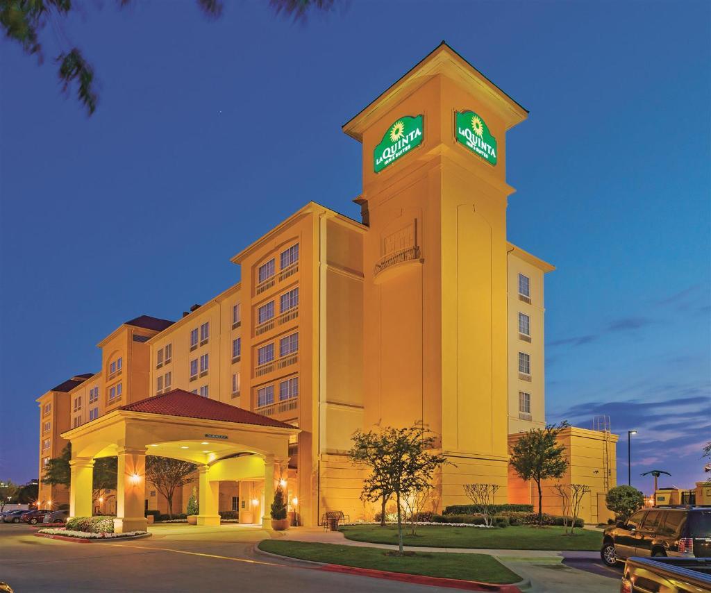 達拉斯阿靈頓 6 旗路拉昆塔套房飯店
