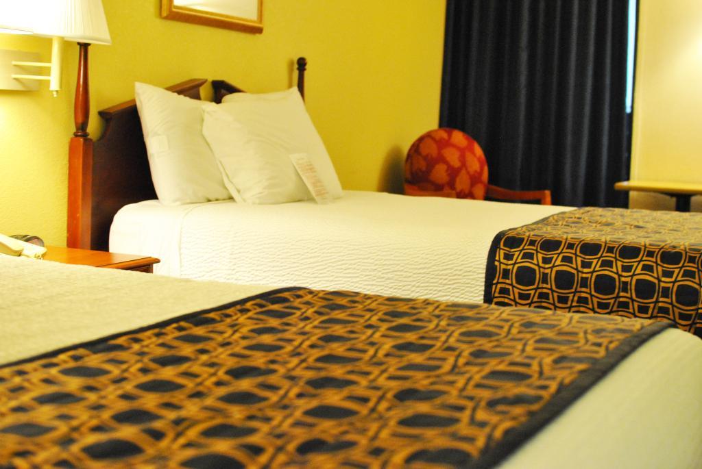 インキーパー ロックスボロ ホテル