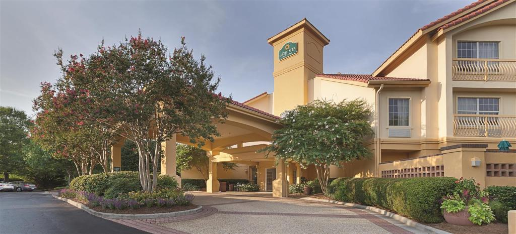 ‪La Quinta Inn & Suites Raleigh International Airport‬