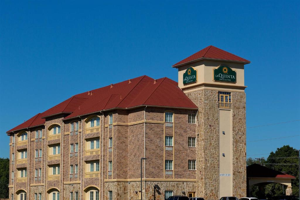 La Quinta Inn & Suites Dallas South - DeSoto