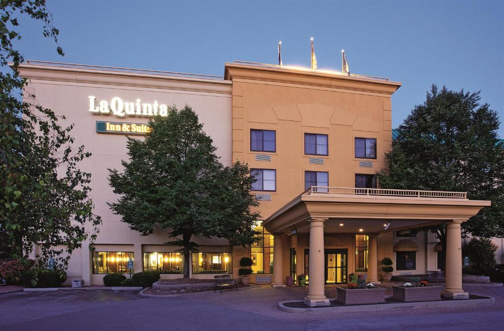 La Quinta Inn & Suites Milwaukee Bayshore Area