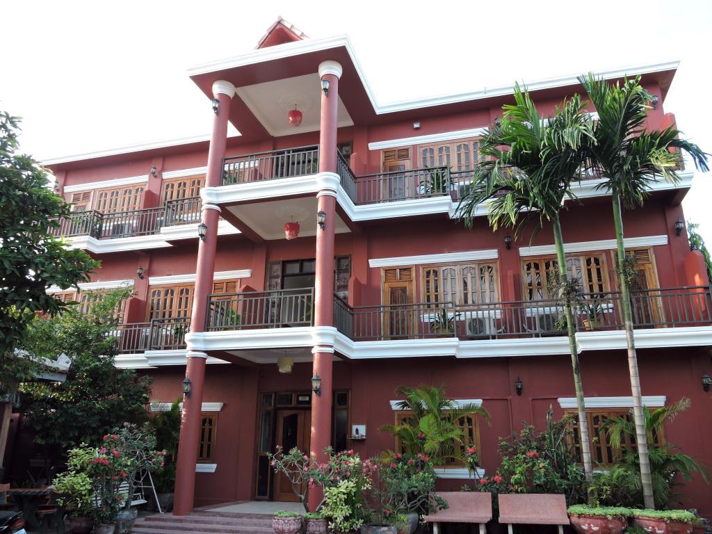 Botoum Hotel