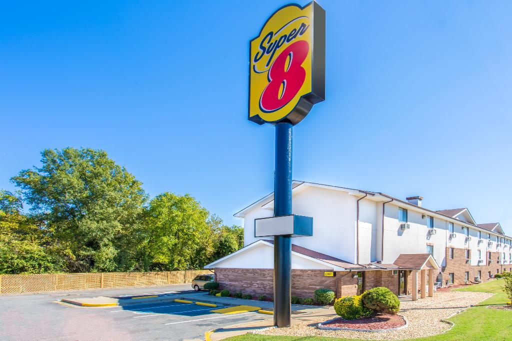 Super 8 Richmond/Broad Street