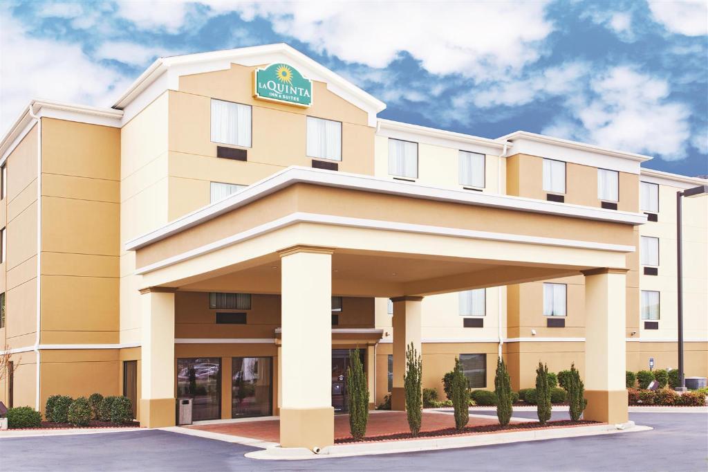 沃納羅賓斯拉金塔旅館及套房飯店 - 羅賓斯空軍基地